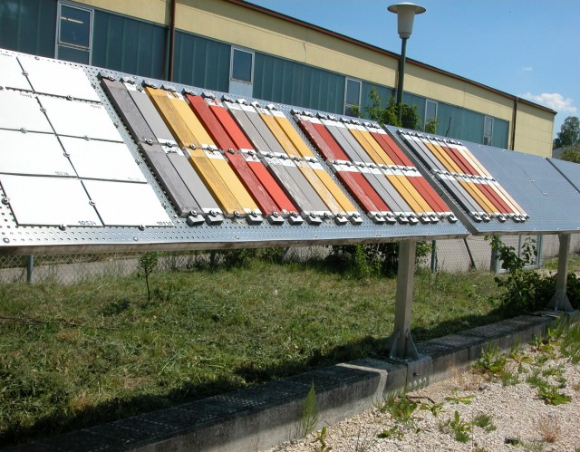 Langjarige buitenexpositie van diverse tinten Lignosil bij Keim Duitsland